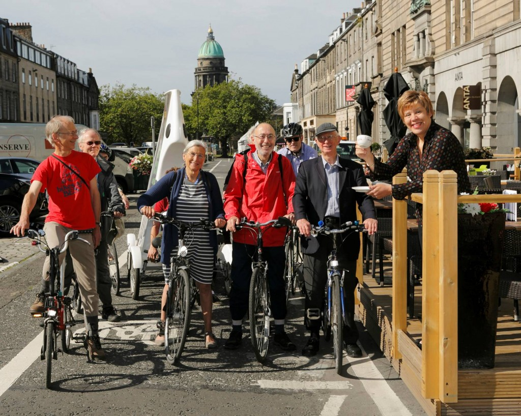 Cllr Lesley Hinds open the experimental George St cycleroute